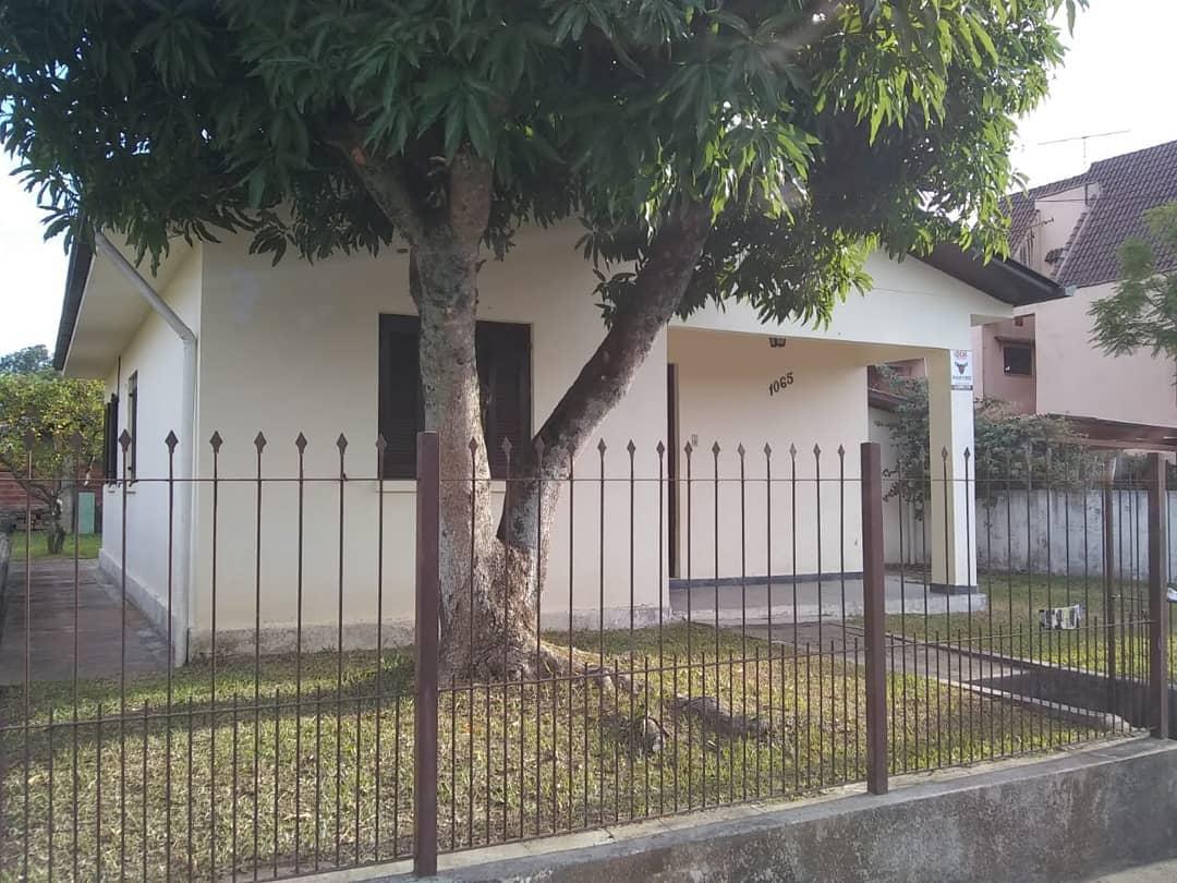 Casa de alvenaria 03 dormitórios, toda com chapa
